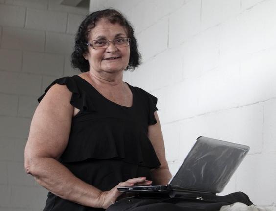 Ivonilde Araújo, 65, de Macapá, aguarda na fila para o credenciamento em sua 1ª Campus Party