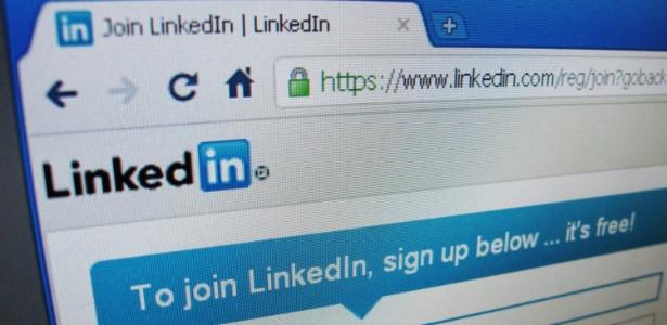 Página inicial do LinkedIn visualizada na tela de um computador