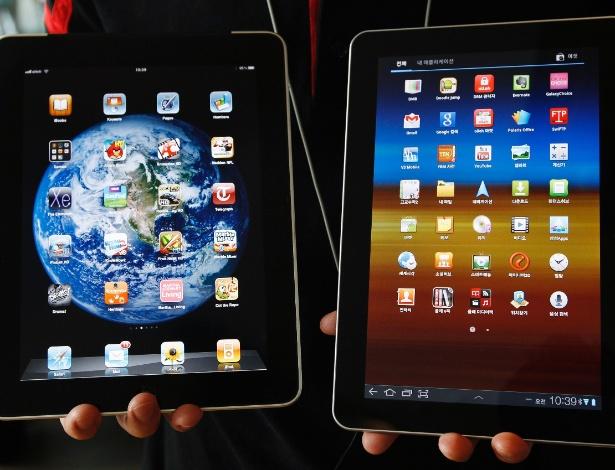 Primeira geração do iPad (e) e o tablet Samsung Galaxy Tab 10,1 (d); a Apple processou a Samsung por achar que aparelhos da linha Galaxy são cópias dos aparelhos da empresas