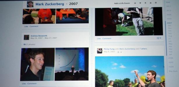 Mark Zuckerberg, CEO do Facebook, mostra recurso timeline em evento na sede da empresa