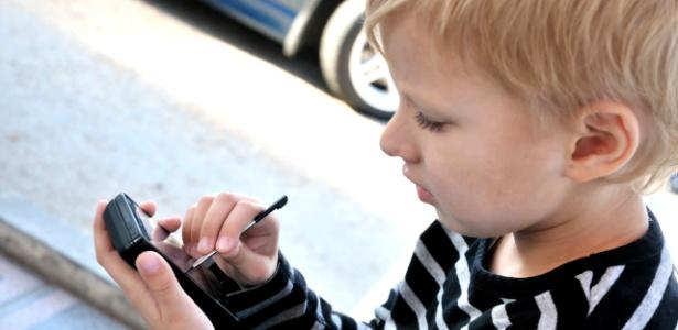 Postar em redes sociais com smartphones equipados com GPS facilita trabalho de pedófilos