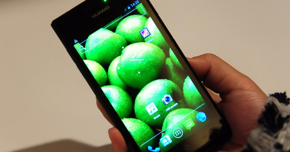 9.jan.2012 - O smartphone Ascend P1, da Huawei, foi lançado pela empresa como ''o mais fino do mundo''. Com Android 4.0, o aparelho tem 6,88 mm, tela AMOLED de 4.3 polegadas e usa processador de 1.5GHz