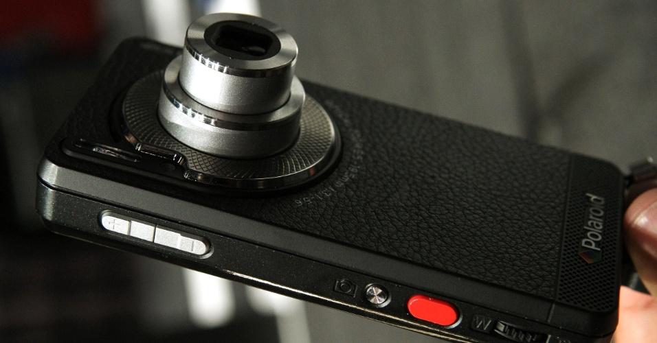 Polaroid SC1630 Smart Camera é uma câmera digital que funciona como smartphone. Ou o contrário. O aparelho sai bem na foto (com resolução de 16 megapixels), mas deixa a desejar nas outras funções