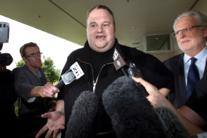 Kim Dotcom prop&#244;s ir voluntariamente aos EUA para ser julgado por suposta pirataria na internet 