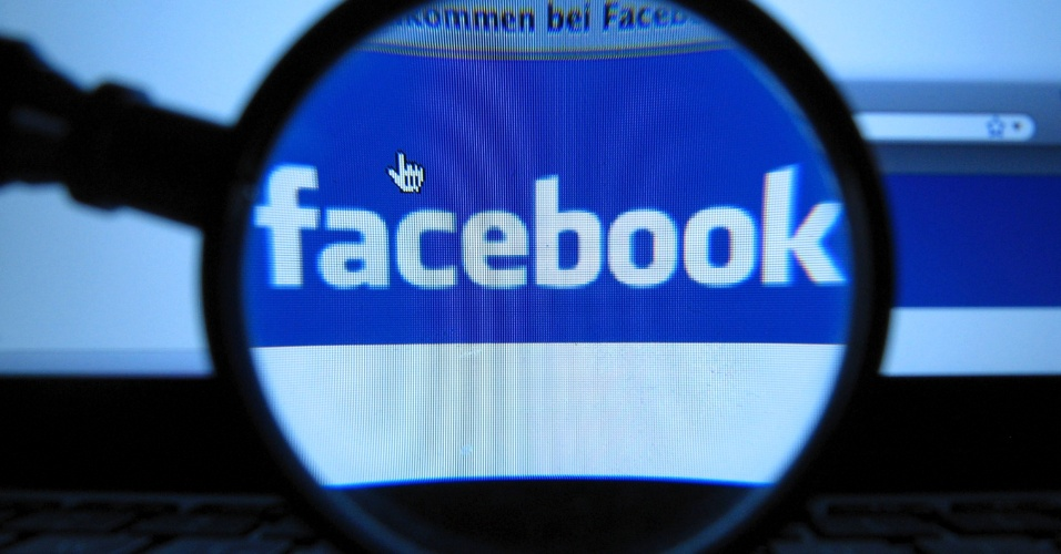 Logotipo do Facebook exibida em computador em Munique (Alemanha)