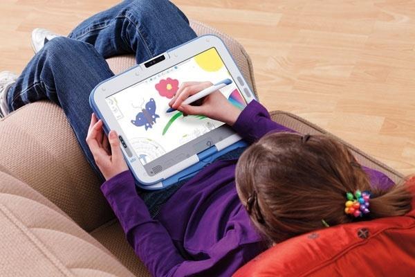 Classmate PC, da Intel, ganhou novo design e tela giratória. Ele pode ser usado como um caderno de anotações por estudantes e também como e-reader