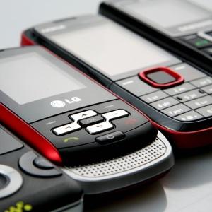 A marca de um celular por habitante já tinha sido ultrapassada em outubro de 2010, quando a Anatel registrou 194 milhões de acessos móveis
