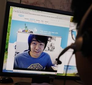 Usuários utilizam videoconferência no Skype, programa que faz chamadas pela internet