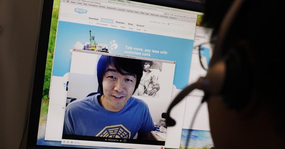 Usuários utilizam videoconferência no Skype, programa de voz sobre IP