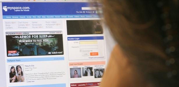 Usuária americana acessa a rede social MySpace; site foi vendido nesta quarta-feira (29)