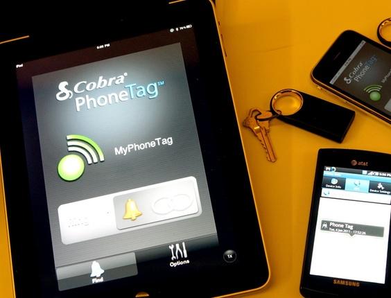 <a href=http://tecnologia.uol.com.br/album/ces2011_abertura_feira_album.jhtm#fotoNav=10 target=_blank>O Cobra Phone Tag é um chaveiro que, pareado com o smartphone, promete não deixar o usuário esquecer o celular ou qualquer outro item que estiver junto ao chaveiro</a>