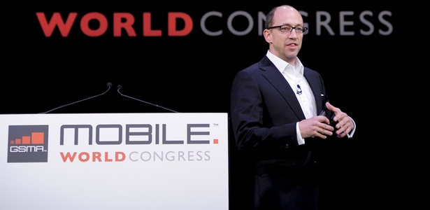 Dick Costolo, CEO do Twitter, discursa durante a Mobile World Congress 2011, na Espanha
