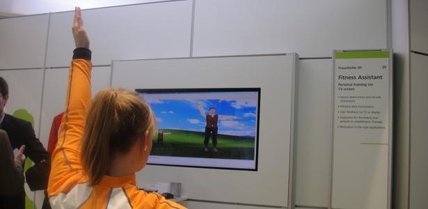 Personal trainer eletrônico mostra, na tela, movimentos que devem ser copiados pelo aluno