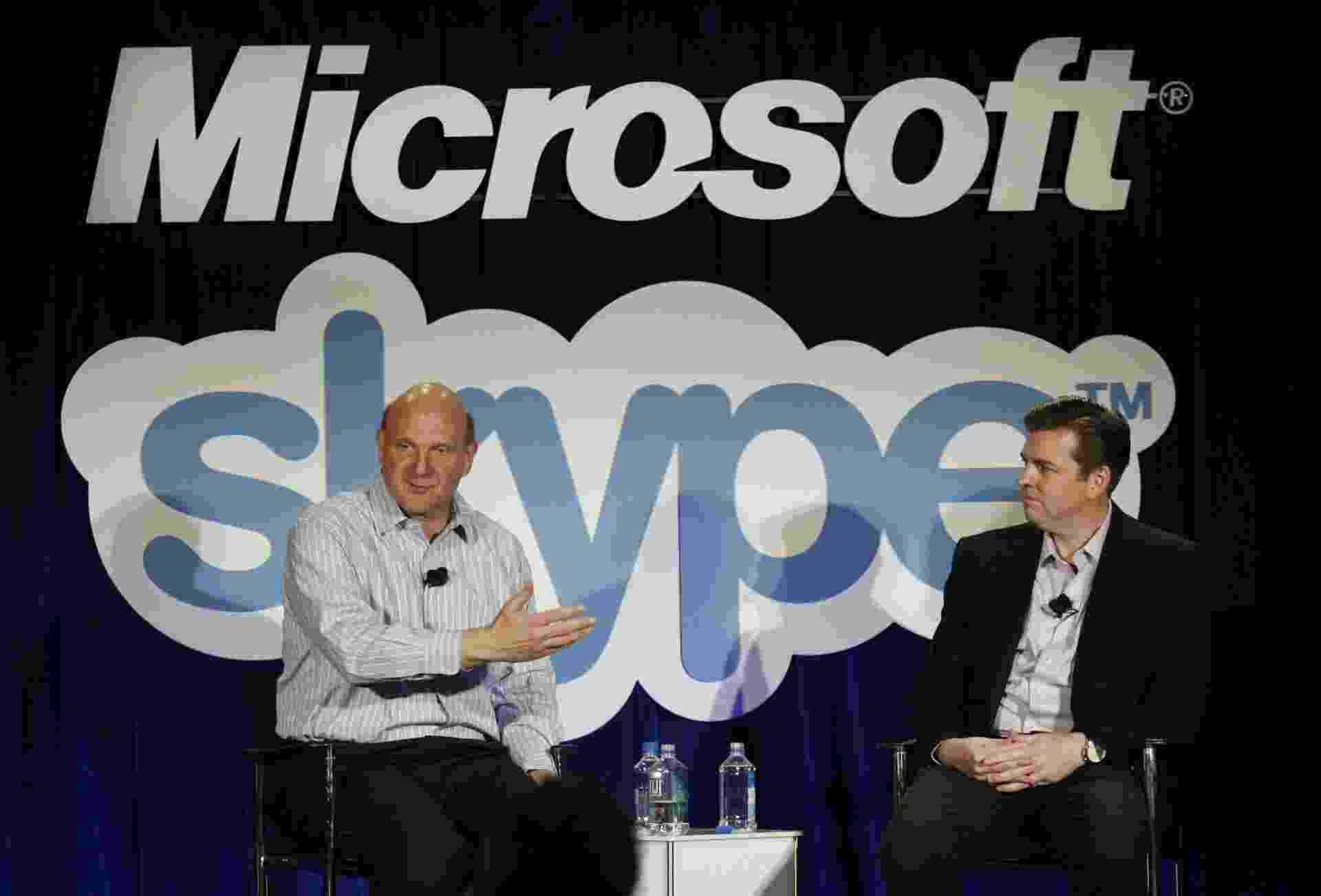 Steve Ballmer, CEO da Microsoft, e Tony Bates, CEO da Skype, em evento de anúncio da compra da Skype pela Microsoft - Kimihiro Hoshino/AFP