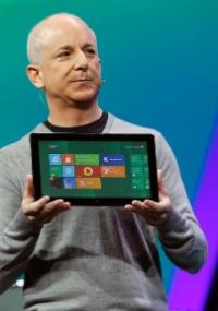 Steven Sinofsky, presidente da Divisão Windows da Microsoft, disse que o Windows 7, com 450 milhões de cópias no mundo, ultrapassou o Windows XP