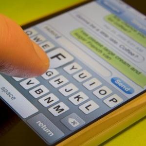 Para não infectar o smartphone com pragas, é preciso tomar cuidado com links e aplicativos