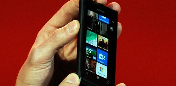 A Nokia apresentou durante a CES seu novo smartphone, o Lumia 900. O aparelho é o terceiro da Nokia com plataforma Windows Phone e terá conexão 4G