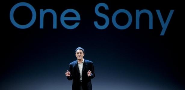 Kazuo Hirai, presidente da Sony Corporation, fala sobre integração de eletrônicos da Sony em conferência antes do início oficial do Mobile World Congress, feira de tecnologia móvel