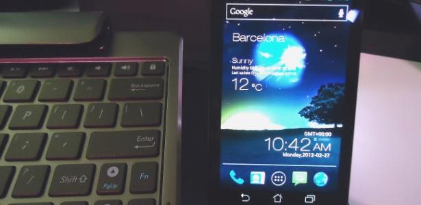Em Barcelona, a Asus lançou seu primeiro celular inteligente, o PadFone