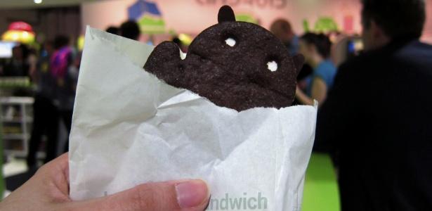A versão 4.0 da plataforma Android é chamada de Ice Cream Sandwich, que é o doce acima
